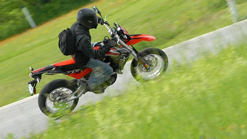 2008-aprilia-sxv-5.5-review-(video)